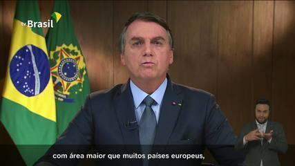 Bolsonaro: 'Nossa floresta é úmida e não permite a propagação do fogo em seu interior'