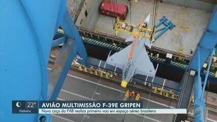 Caça Gripen da Força Aérea Brasileira realiza primeiro voo no país