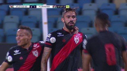 Matheus Vargas marca o gol da classificação do Atlético-GO contra o Fluminense