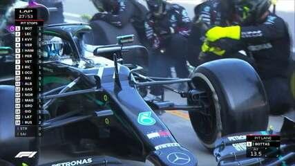 Bottas faz pit stop e volta na primeira colocação na volta 27 do GP da Rússia