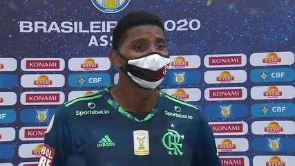 """Craque do jogo, Hugo Souza se emociona ao falar da perda do pai: """"Foi meu grande incentivador"""""""