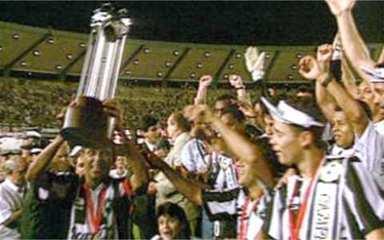 Em 1993, Botafogo vence Peñarol-URU e é campeão da Copa Conmebol