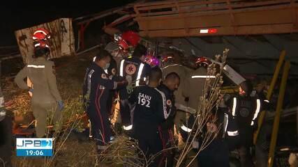 Duas pessoas morreram e uma ficou ferida em acidente na BR-230, em Campina Grande