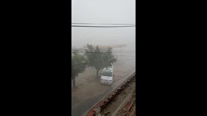 Moradores registram chuva de granizo em Custódia