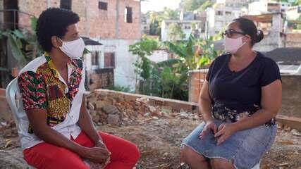 Conheça o projeto Mães da Favela On, que leva internet gratuita para mães de favelas