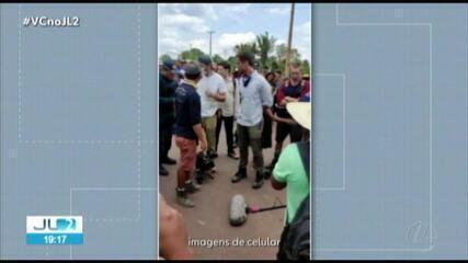 Indígenas cercam equipe de TV americana em protesto na BR-163 no Pará