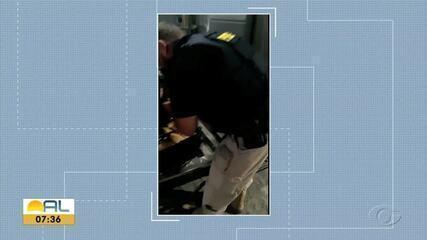 Adolescente é apreendida com 10 kg de maconha dentro de ônibus em Rio Largo, AL