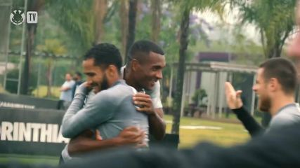 Veja como Marllon foi recebido pelo elenco do Corinthians há uma semana