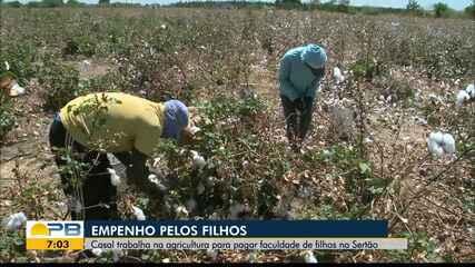 Casal trabalha na agricultura para pagar faculdade de filhos no Sertão da PB