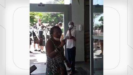 Vídeo mostra mulher dizendo que odeia negros antes de ser detida