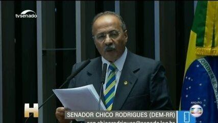 Após ser flagrado com dinheiro na cueca, Chico Rodrigues deixa vice-liderança do governo