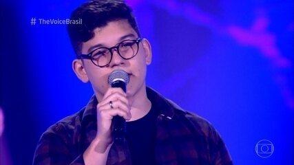 João Marcelo Prevedel canta