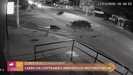 Carro na contramão arremessa motoboy no ar