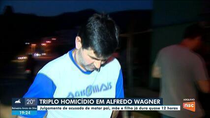 Júri popular de acusado de triplo homicídio de Alfredo Wagner já fura mais de 12 horas