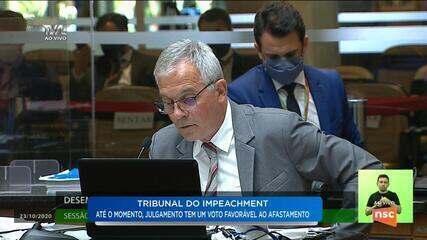 Desembargador Carlos Alberto Civinsk defende seu voto em sessão na Alesc