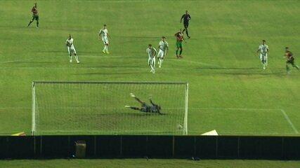 Gol do Sampaio Corrêa! Caio Dantas avança com a bola a bate bonito no cantinho, aos 28' do 1T