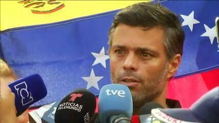 Leopoldo López, líder opositor que fugiu da Venezuela, chega à Espanha