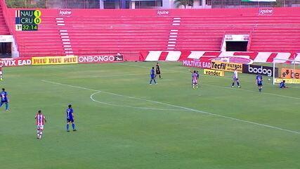 Kieza briga com a zaga do Cruzeiro e consegue finalizar, a bola passa por Fábio e segue em direção do gol, mas Ramon aparece e salva, aos 32 do 1º tempo