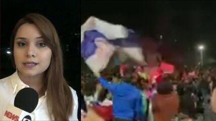 Manifestantes ocupam o centro de Santiago, no Chile, após fim de plebiscito