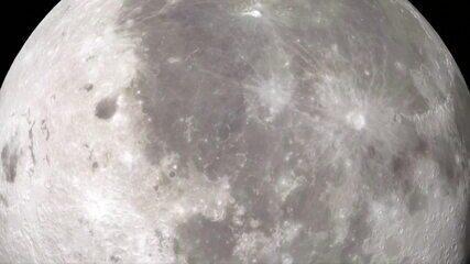 Cientistas encontram água na parte iluminada da Lua