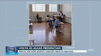 Escolas retornam atividades presenciais nesta segunda