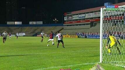 Gol do Paraná! Bruno Gomes aproveita rebote e marca o terceiro, aos 24 do 2º Tempo
