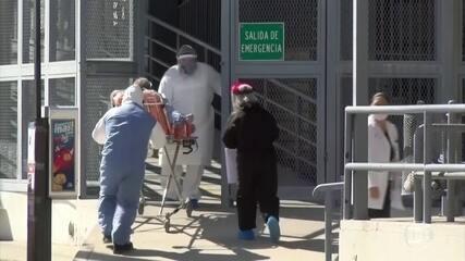 EUA têm a maior média móvel de novos casos de Covid desde o início da pandemia