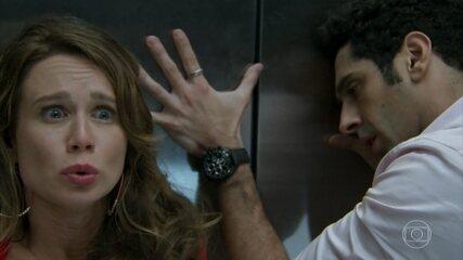 Apolo descobre que Tancinha e Beto estão presos no elevador