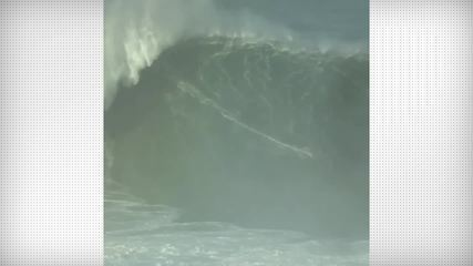 Lucas Chumbo pega onda gigante em Nazaré