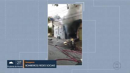 Um topa-tudo pegou fogo nesta manhã, em Belo Horizonte