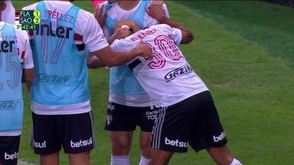Veja o gol de Brenner após erro com os pés de Hugo Souza
