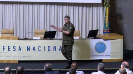 Edson Pujol volta a defender separação entre as Forças Armadas e a política