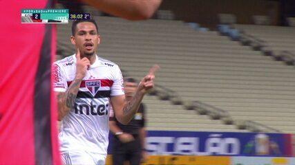 Gol do São Paulo! Luciano domina da entrada da área e solta uma bomba estrondosa, aos 36' do 2T