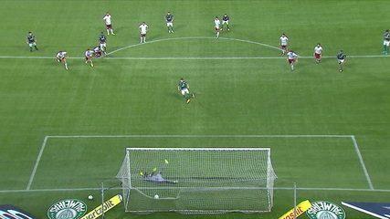 Gol do Palmeiras! Raphael Veiga cobra pênalti com estilo e marca, aos 6' do 2T
