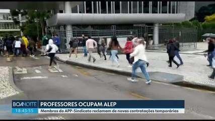Grupo de professores ocupa a Assembleia Legislativa do Paraná