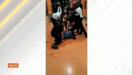 Homem morre após ser espancado na porta de supermercado em Porto Alegre