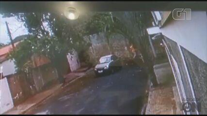 Câmeras de segurança gravam fuga de dois detentos da penitenciária de Araraquara