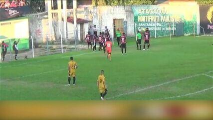 Jogadores agridem auxiliar após pênalti marcado, e PM responde com spray de pimenta