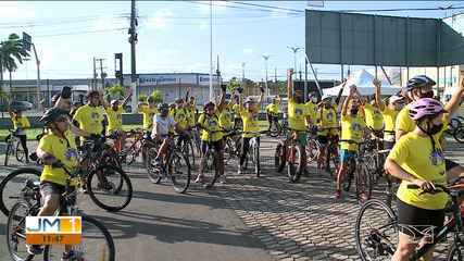 Passeio ciclístico é realizado na Avenida Litorânea contra o feminicídio
