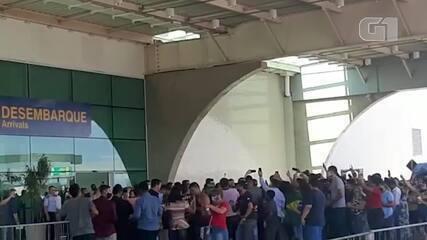 Grupo grita 'fora' para Davi Alcolumbre durante visita de Bolsonaro ao Amapá