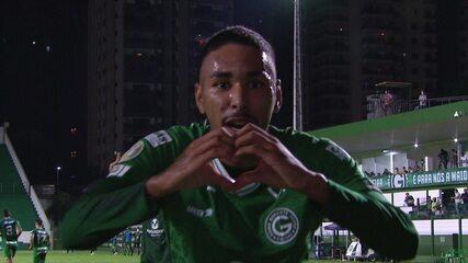 Gol do Goiás! Miguel Figueira chuta de longe e marca, aos 47 do 2ºT