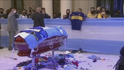 Fãs de Maradona lotam a Casa Rosada para se despedir do ídolo