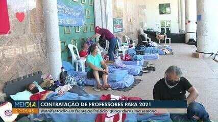 Manifestação de professores em frente ao Palácio Iguaçu dura uma semana