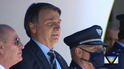 Jair Bolsonaro acompanha formatura de sargentos em Guaratinguetá