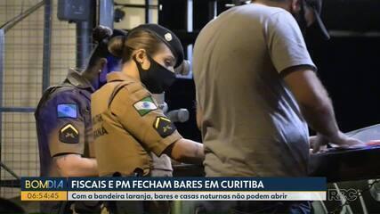 Bares são fechados em Curitiba na 1ª noite de Bandeira Laranja