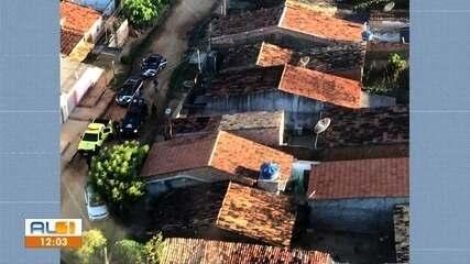 Polícia realiza operação para combater o tráfico de drogas em Arapiraca, AL