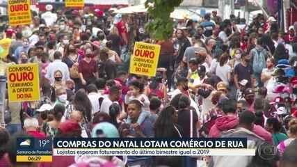 Compras de Natal lotam ruas do Brás, no Centro de SP