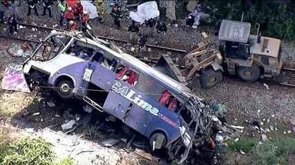 Começa translado dos corpos das dezenove vítimas do acidente com o ônibus em MG