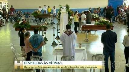 Corpos de 14 vítimas do acidente com ônibus em Minas foram enterrados em Alagoas