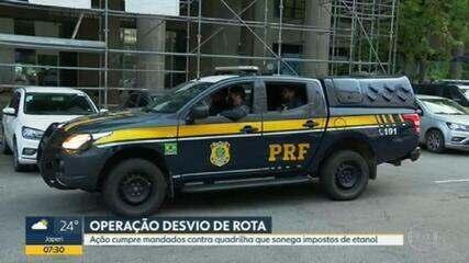 Operação da PRF cumpre mandados de busca e apreensão contra o transporte ilegal de combustível no RJ
